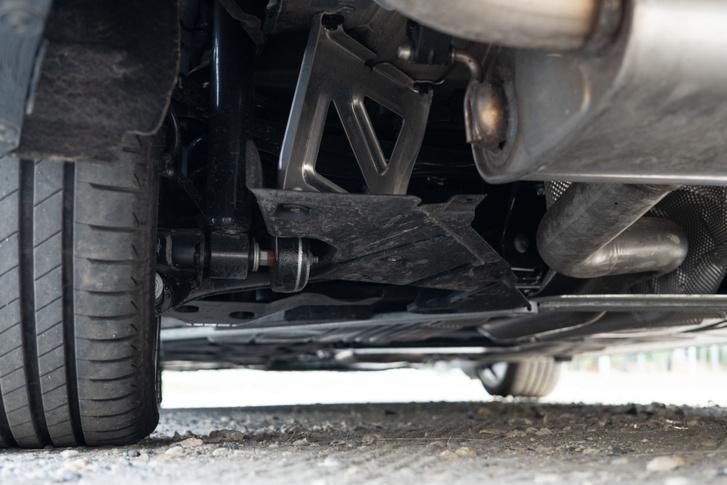 Tisztességes futómű került a BMW fronthajtásos autóiba, mégsem igazán vérpezsdítő vezetni ezeket