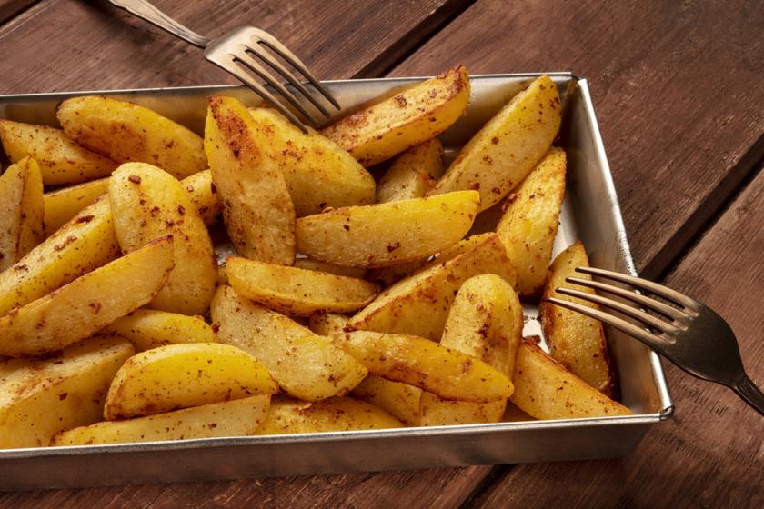Tepsis, fűszeres sült krumpli: így készítsd el, hogy jó ropogós legyen