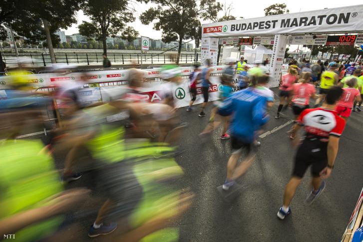 A 34. Spar Budapest Maraton résztvevői a Pázmány Péter sétányon 2019. szeptember 29-én.