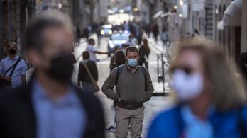 Egész Olaszországban újra kötelezővé tették a szabadtéri arcmaszkhasználatot