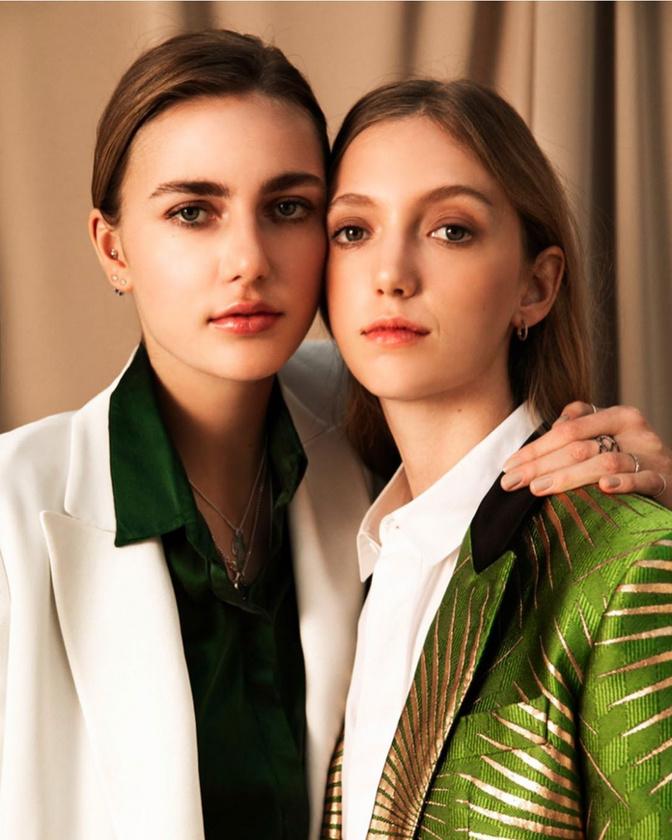 A modellkedés sem teljesen idegen terep a számára, itt például egy osztrák magazinnak pózol húgával, Glóriával, akinek nincs Instagram-oldala