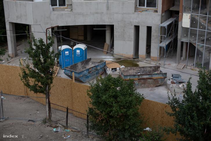 Egy építés alatti társasház a budapesti XVI. kerületben