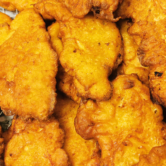 Kefires bundában sült, fűszeres csirkemellcsíkok: az omlós hús eteti magát, olyan finom