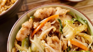 Csirkés chow mein egyszerűen