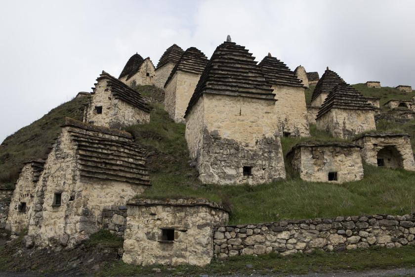 A falubéliek az átok miatt a mai napig kerülik a területet, de a rossz megközelíthetőség miatt a turisták látogatása sem jellemző.