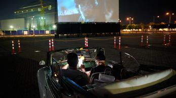 Az autósmozikban bemutatott filmeket is lehet nevezni a 2021-es Oscarra