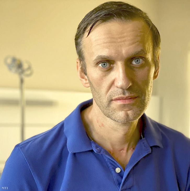 Alekszej Navalnij orosz ellenzéki politikus Instagram-oldalán 2020. szeptember 22-én közzétett dátum nélküli kép Navalnijról a berlini Charité kórházban. Navalnij állapota orvosai szerint kellõen javult ahhoz hogy járóbeteg-ellátás keretében folytassák kezelését. Az orvosok szerint jelenlegi állapota és egészsége javulásának üteme a teljes felépülés reményével kecsegtet.