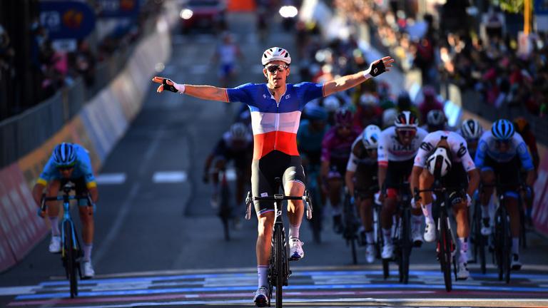 Valter Attila a főmezőnnyel ért célba a Giro hatodik szakaszán