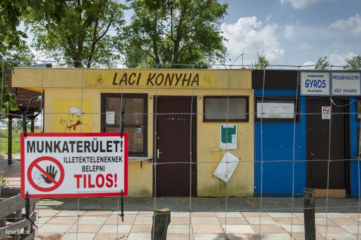 A terület tulajdonosi-szabályozási háttere miatt a fertőrákosi vezetés még a soproni önkormányzatnál is kevesebbet tud arról, mi zajlik a saját települése határában