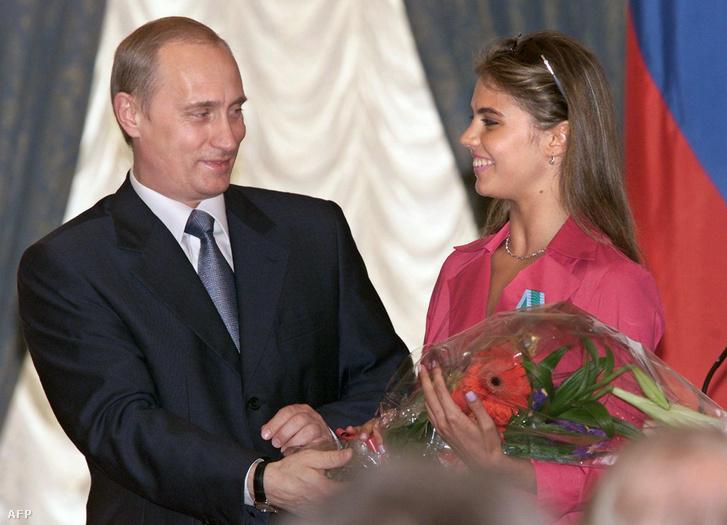Vlagyimir Putyin és Alina Kabajeva 2001-ben