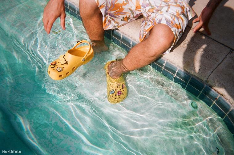 Nézze, milyen remekül mutat a lyukacsos klumpa a víz alatt