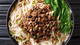 Ez a kínai sült tészta feketebabszósszal lett igazán autentikus