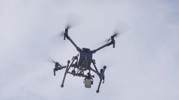 Drónokkal vadásznak a rendőrök a szabálytalan autósokra