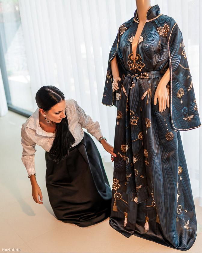 A legnagyobb kiadás a képen is látható ünnepi ruha volt, amit az örökösnő 40
