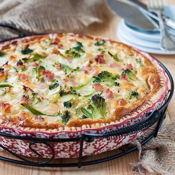 Kiadós, zöldséges pite sok sajttal: joghurttól lesz omlós a tésztája