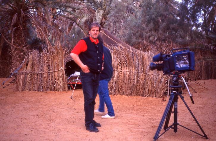 Valahol a Szaharában. Egy Land Rover-út, amely végtelen bénán sült el, de sokat nevettünk