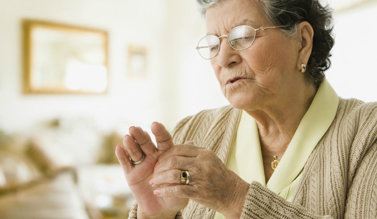 ízületi fájdalom idős nő