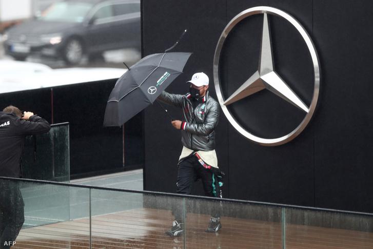 Valtteri Bottas küzd az elemekkel