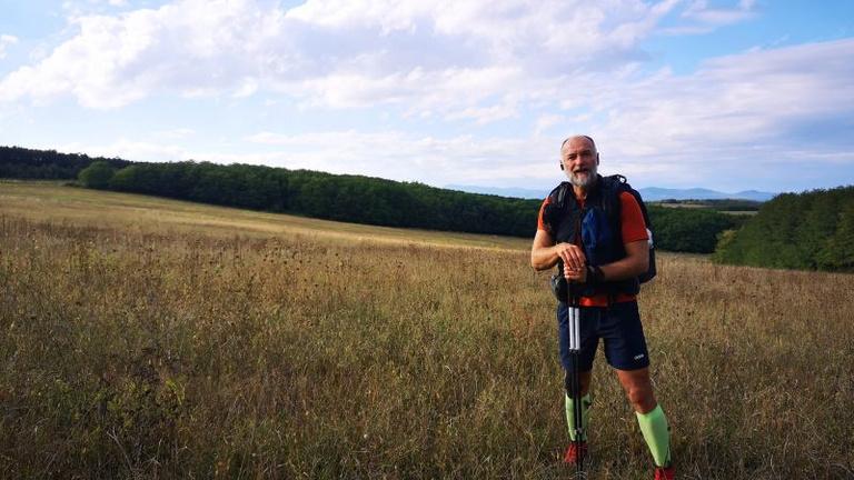 Túrarekorder lett a színművész, ötvenhét nap alatt 2600 kilométert gyalogolt