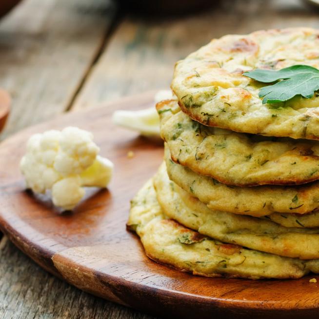 Kívül ropogós, belül puha karfiollepény – Mandulaliszttel készül a szénhidrátszegény étel
