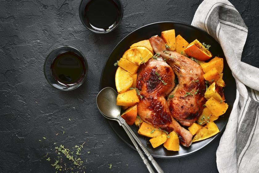 Sütőtökkel sült, narancsos, zöldfűszeres csirkecomb: nem kell hozzá külön köret