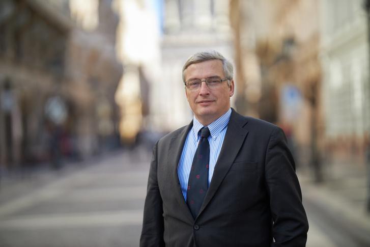 Szentiványi Mátyás, az Országos Gyógyszerészeti és Élelmezés-egészségügyi Intézet (OGYÉI) főigazgatója