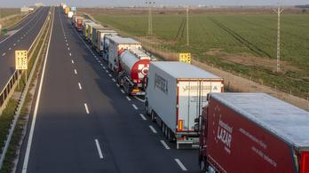 Többórás várakozás alakult ki a román határon