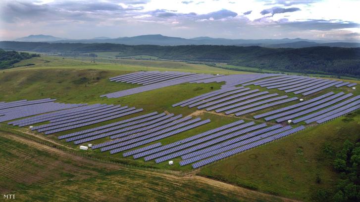 A Bátonyterenye–Mátraverebély napelempark Bátonyterenye mellett 2020. június 17-én.