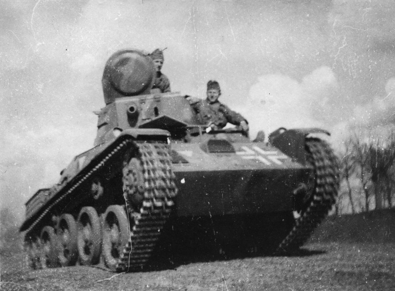 Összeszoktató gyakorlaton. A tank egy úgynevezett Toldi könnyűharckocsi.