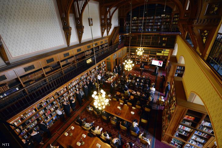 Kövér László, az Országgyűlés elnöke beszél a felújított Országgyűlési Könyvtár átadóünnepségén 2014. március 28-án.