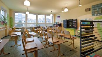 Bezárják a középiskolákat Szlovákiában, hétfőtől távoktatás lesz