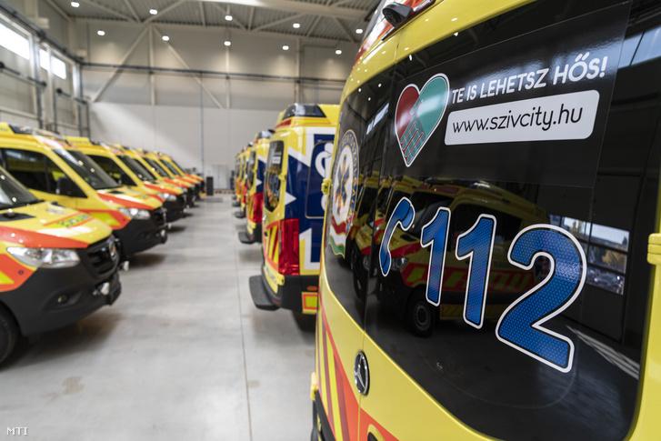 Helyben készre szerelt mentőautók a BM Heros Zrt. új gyártócsarnokának átadásán 2019. október 7-én.