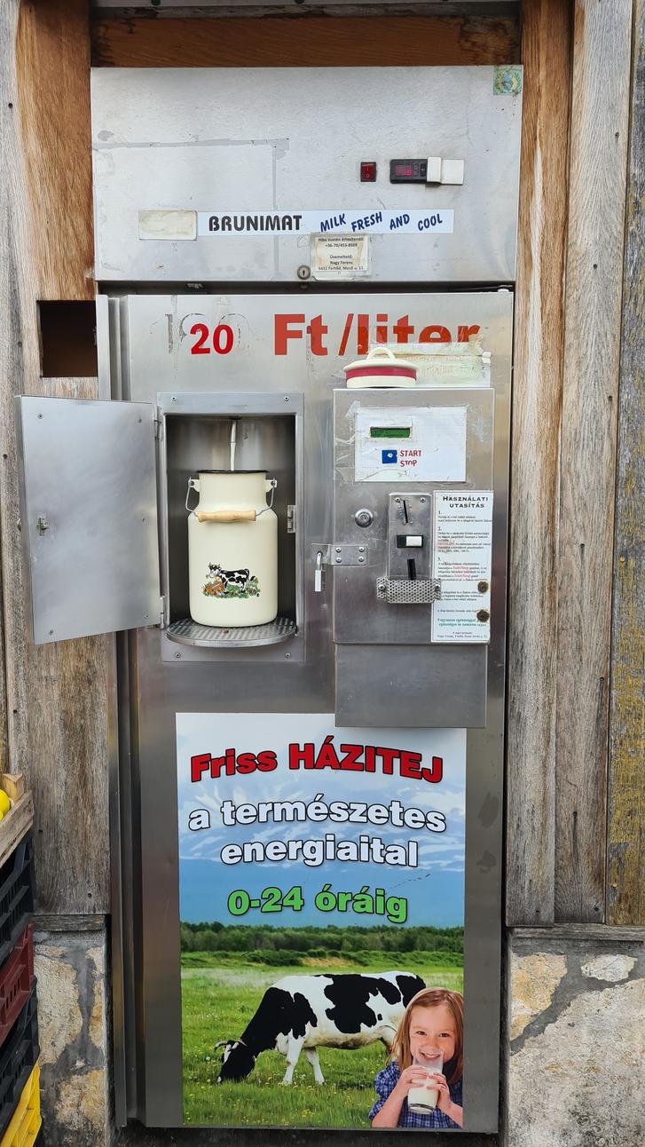A természetes energiaital: non-stop házitej-automata Kapuvár központjában.