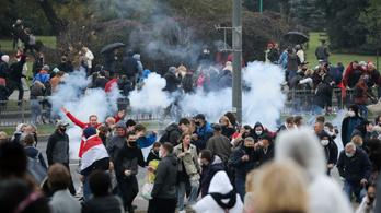 Rendőrök verték szét a minszki ellenzéki tüntetést, tucatjával hurcolták el az embereket