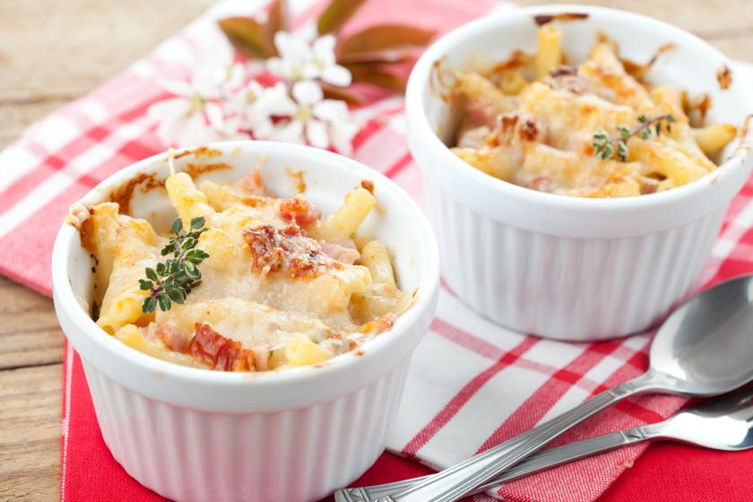 A legfinomabb amerikai mac&cheese: háromféle sajttal és ropogósra sült sonkával