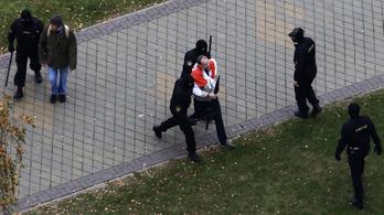 Folytatódnak a tüntetések Belaruszban, több száz embert vettek őrizetbe
