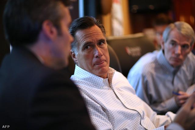 Mitt Romney stábja társaságában