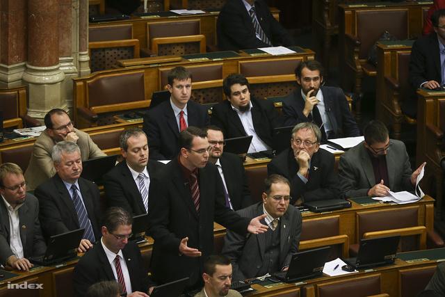 Mirkóczki Ádám a hétfői ülésen