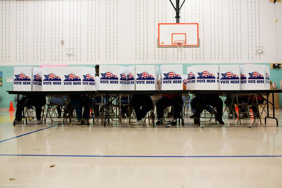 St. Louis, Missouri: a képen szavazók nagy valószínűséggel Mitt Romney-t támogathatták, az államot ő nyerte.