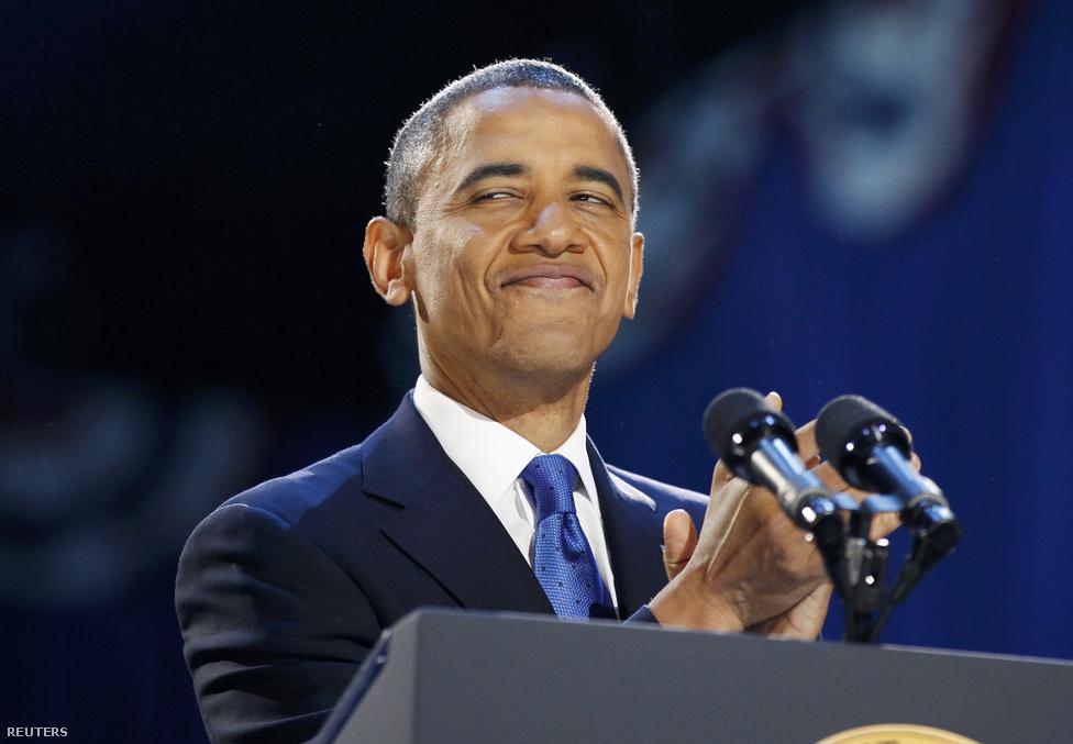 """""""Nem lehet gátja a fejlődésnek, a haladásnak, mindegy kiről van szó, mindegy, hogy fehér vagy fekete, öreg vagy fiatal, férfi vagy nő, ebben az országban megvan az esélye arra, amire rendeltetett, amiben hisz. És ez teszi igazán naggyá azt az országot, amiben hiszek, az Egyesült Államokat. Isten áldja önöket"""" - zárta beszédét az USA 44. elnöke."""