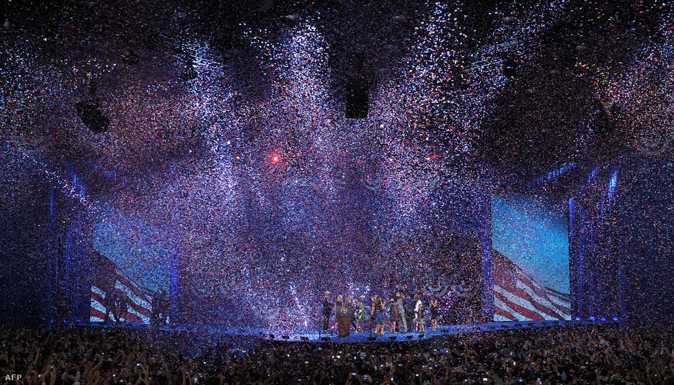 """Romney felé ő is tett egy gesztust: """"A Romney-család több tagja is az államigazgatásban dolgozik, nagyon sokat tettek és tesznek az országért. Ez tapsot érdemel."""""""
