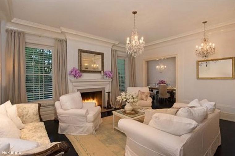 Jessica Simpson már 7 éve túladott ezen a 2005-ben vásárolt Bevery Hills-i ingatlanján, ahol ülőalkalmatosságból és fehér falakból/bútorokból nem volt hiány, csak a könyvekből