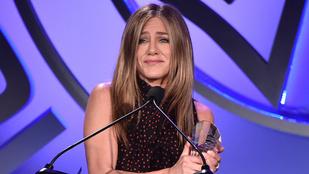 Legyen ön a tízmilliomodik, aki megnézi, milyen cuki Jennifer Aniston új kiskutyája!