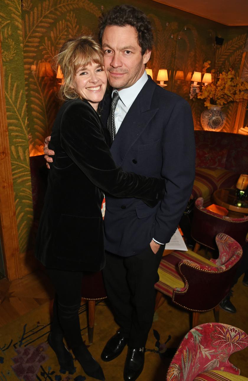 Dominic West és felesége megromlott kapcsolatáról vagy válásáról nem cikkeztek a lapok.
