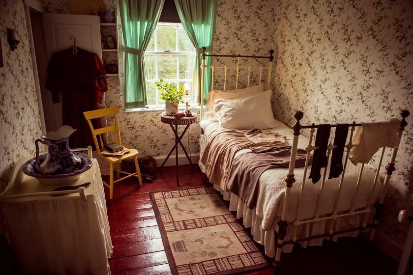 Melyik sorozatban szerepelt ez a hálószoba?