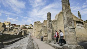 Visszaküldte a turista a lopott régészeti kincseket, mert szerinte el vannak átkozva