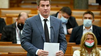 Kocsis Máté szerint büdös bunkók ülnek a Parlamentben