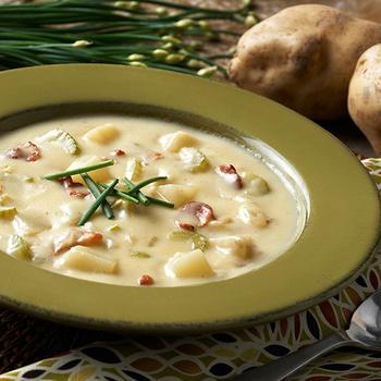 Sűrű, tartalmas krumplileves szalonnával: abbahagyhatatlanul finom lesz