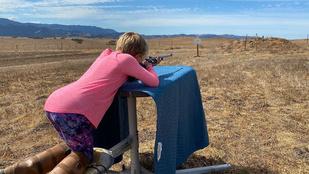 Pink férje lőni tanítja a 9 éves lányát