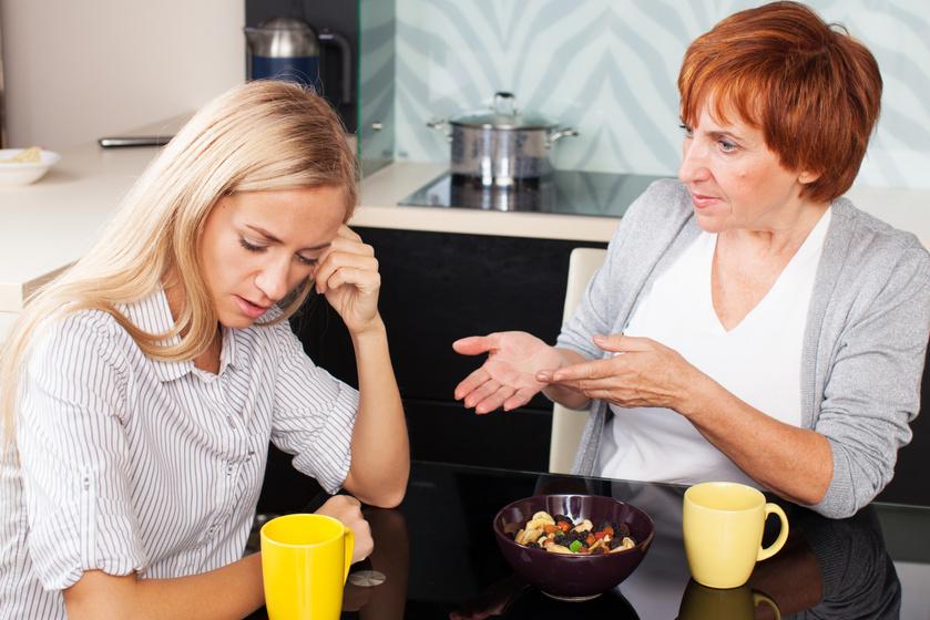 A mérgező anyós 6 legjellemzőbb szokása: nem csak az utal rá, ha mindig mindent jobban tud